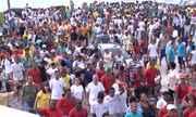 Funcionários, empresários e moradores fazem protesto contra demolições de barracas no sul