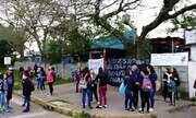Alunos de escola em Gravataí protestam contra condições precárias e falta de professores