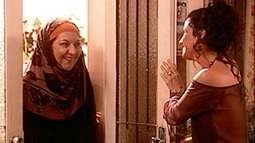 Zoraide visita Jade na casa de Léo
