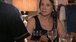 Cap 02/03 - Cena: Angela instrui as empregadas de Jonas