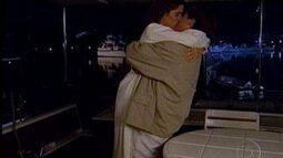 Marcos leva Ruth para passear de barco