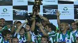 Coritiba vence o Atltico-PR e  comemora tetra com a torcida