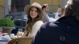 Luiza se interessa por um músico em Paris