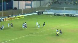 Milton salva o que poderia ser o primeiro gol do Fortaleza aos 26 minutos!