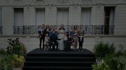 Medeiros posam para tradicional foto da família