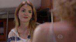 Júlia desabafa com Laila sobre Felipe