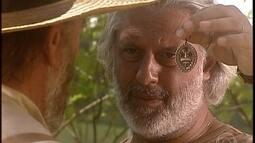 Bruno entrega a medalha de seu tio para Geremias