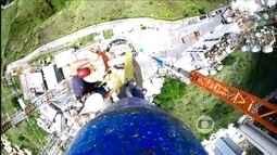 Vídeo 'time-lapse' mostra montagem da nova antena digital da TV Globo Minas