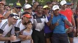 Bi Campeão Olímpico da Etiópia corre com admiradores na Lagoa Rodrigo de Freitas