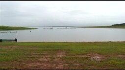 Após prejuízos, pescadores comemoram cheia de rio em Itumbiara, GO