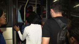 Passageiros reclamam de aumento na passagem de ônibus sem melhora no serviço, em Goiânia