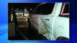 Carro bate de frente com caminhão e motorista morre em Rio Preto