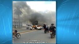 Carro pega fogo na Avenida Dulce Sarmento, em Montes Claros