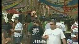 Foliões em Uberaba comemoram carnaval com música no Mercado Municipal