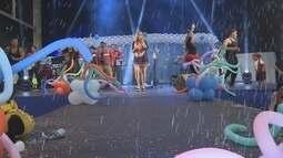Pais e filhos se divertem em baile de carnaval no Studio 5