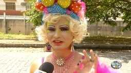 Bloco gay leva diversão e cores ao Carnaval de Nova Friburgo, no RJ