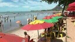 Carnaval lota as praias de Piúma, no Sul do ES