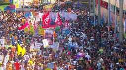 'Mudança do Garcia' faz desfile descontraído na segunda (8)