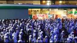 Bloco Filhos de Gandhy encerra desfile em Ondina