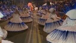 Luta e paixão pelo carnaval movem as escolas de samba do Recife