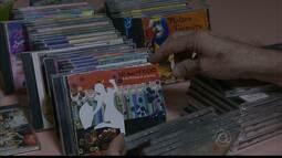 Colecionador de CDs e DVDs tem parte do acervo dedicado às músicas de Carnaval