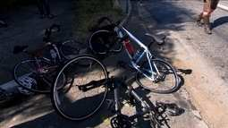 Polícia procura motorista que atropelou três ciclistas na Marginal Pinheiros