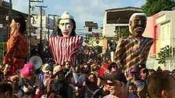 Cortejo do Bloco Rasgadinho arrasta foliões em Aracaju