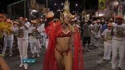 Avenida Domingos Olímpio recebe milhares de foliões no último dia de carnaval
