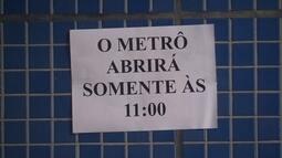 Trabalhadores se surpreendem com estação de metrô fechada na Epia