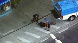 Globocop flagra momento em que assaltante se rende a polícia, depois de fazer homem refém