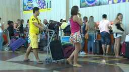 Turistas se despedem de Salvador após curtirem o carnaval