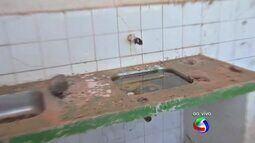 Centro comunitário abandonado em VG se torna criadouro do mosquito
