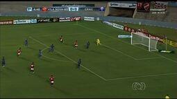 Vila e Crac abusam dos chutões, das bolas aéreas e não passam de um empate sem gols