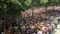 Monobloco arrasta multidão no desfile de saideira do Carnaval no Rio
