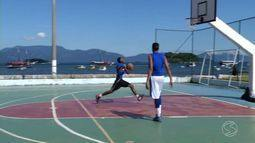 Projeto 'Terra de Gigantes' oferece aulas gratuitas de basquete em Angra dos Reis