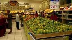 Para driblar crise, consumidores do Sul do RJ dão preferência a produtos mais baratos