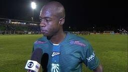 Paulão lamenta gols no fim dos dois tempos que deram a vitória para a Ponte Preta