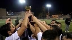Crianças judias e árabes jogam futebol em favor da paz