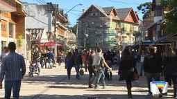 Turistas aproveitam baixas temperaturas em Campos do Jordão
