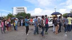 Eleitores madrugam no último dia para tentar regularizar pendências em Salvador