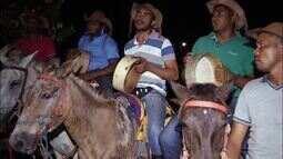 Foliões fazem cavalgada santa em preparação para Festejo do Divino em Natividade