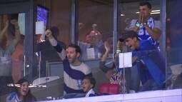 Presidente do Cruzeiro comemora gol do time, contra o Campinense