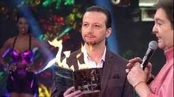 Moisés Lima faz DVD pegar fogo no palco do Domingão
