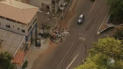 Flagrante: lixo e entulho são jogados na Rua Caetano Moura, na Federação