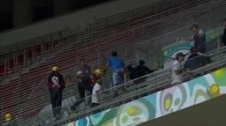 Torcedores brigam no jogo entre Vasco e Vila Nova no Mané Garrincha