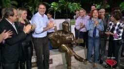 Músico capixaba, Maurício de Oliveira, recebe estátua em sua homenagem, no ES
