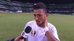 Rogério comemora gol marcado na partida contra o Coritiba