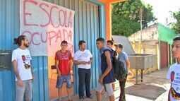 Alunos acampam em escola estadual de Várzea Grande (MT)