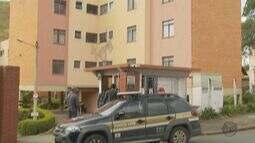 Polícia faz reconstituição de assassinato de músico em Poços de Caldas (MG)