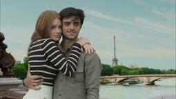 Eliza e Jonatas fazem passeio em Paris